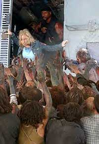 Ana faces the zombies in Dawn of the Dead 2004