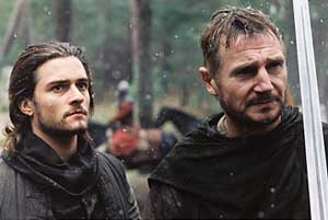 Orlando Bloom as Balian and Liam Neeson as Godfrey in Kingdom of Heaven