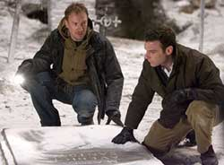 David Thewlis as photographer Keith Jennings and Liev Schreiber as Robert Thorn in The Omen 666
