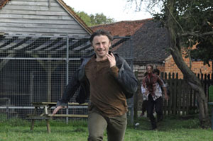Robert Carlyle runs away in 28 Weeks Later