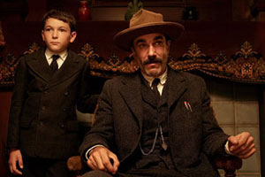 Dillon Freasier as HW and Daniel Day-Lewis as Daniel Plainview in There Will Be Blood