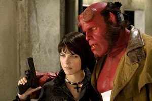 Liz (Selma Blair) and Helloby (Ron Perlman) in Guillermo del Toro's Hellboy II: The Golden Army