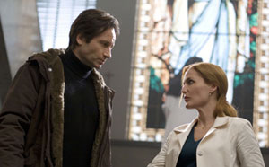 Mulder (David Duchovny) and Scully (Gillian Anderson) - together again The X Files - I Want To Believe