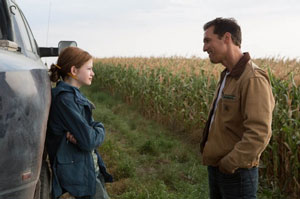 Mackenzie Foy as Murph and Matthew McConaughey as Cooper in Interstellar