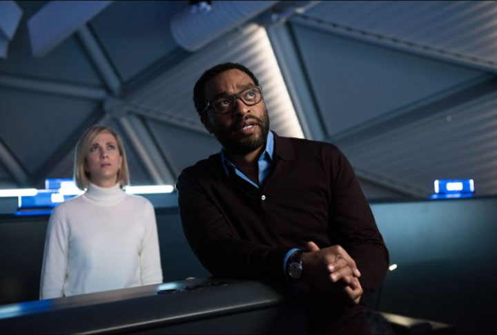 Kristen Wiig and Chiwetel Ejiofor in The Martian