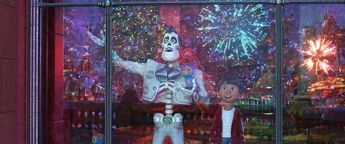 Ernesto de la Cruz (Benjamin Bratt) and Miguel (Anthony Gonzalez) in Coco