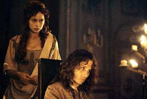 Samantha Morton as Elizabeth Barry and Johnny Depp as John Wilmost in The Libertine