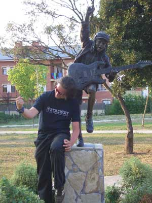 Ian and a statue of Angus Young in Sopelana