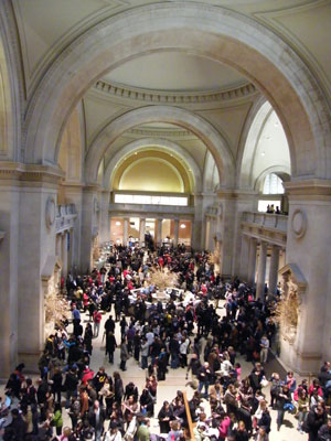 Crowds in the entrance hall of the Metropolitan Museum of Art